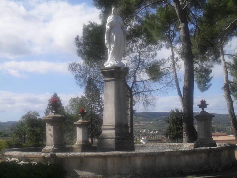 La Vierge Marie dominant la vallée de l'Aube et le ville de Limoux