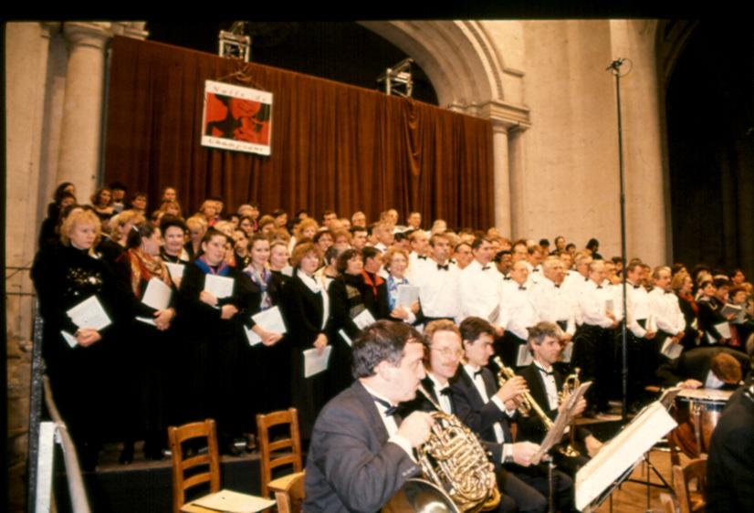 L'ensemble de choristes et l'Orchestre de Reims