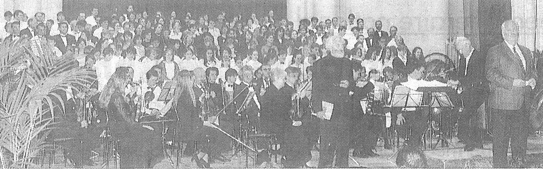 L'Ensemble des Choristes et de l'orchestre à la cathédrale